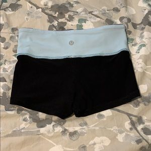 Lululemon Reversible Blue Black Shorts in EUC Sz 2